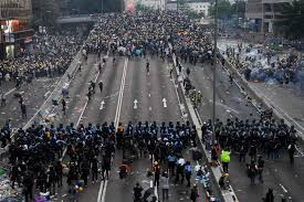 """Hong Kong: Government must investigate police violations and push back against Beijing's """"red line"""""""